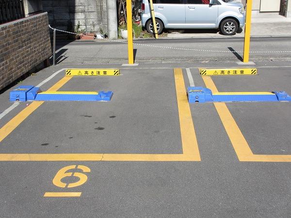 有料駐車場のロック板画像